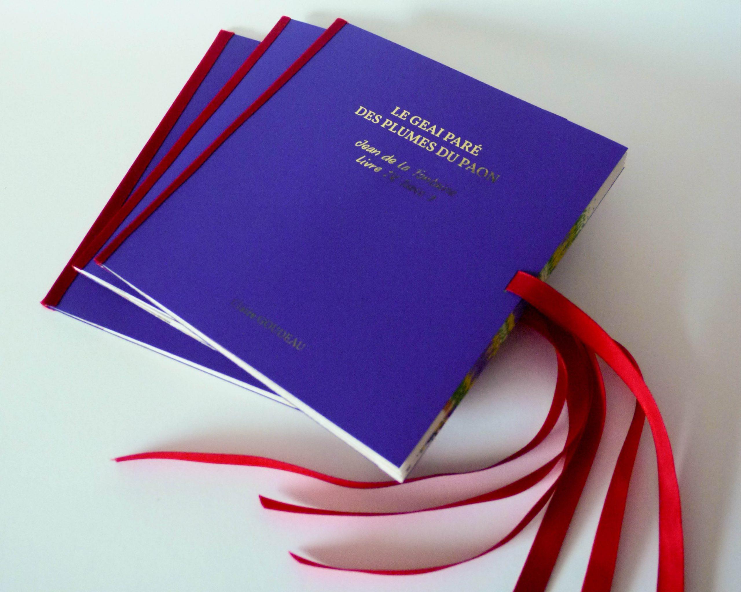 """Edition Pop-up """"carousel book"""" en 3 exemplaires Format 15 x 16 cm Dorure à la feuille d'or pour le titre, impressions à la traceuse et façonnage à la main"""